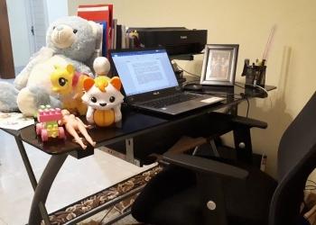 Meja kerja penulis di rumah