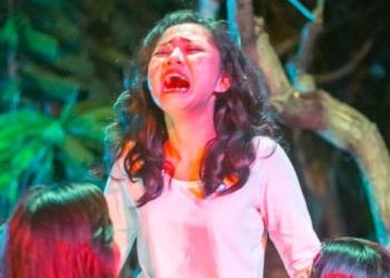Gek Santi, dalam pementasan teater Kaukah itu, Ibu dalam acara Mahima March March March 2020