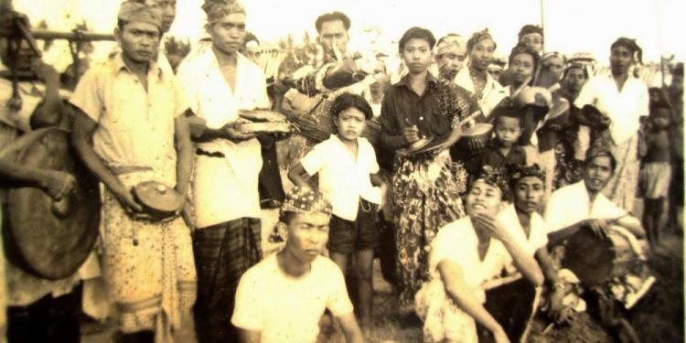 Sekaa Gong Br. Serongga Tengah Tempo Doeloe  [Foto: Dok Penulis]