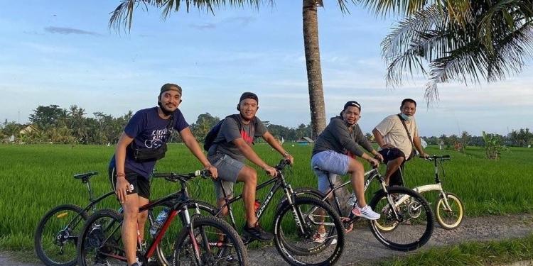 "Sepeda, Sejarah dan ""Si Taluh Mica"" - Cok Bayu Putra"