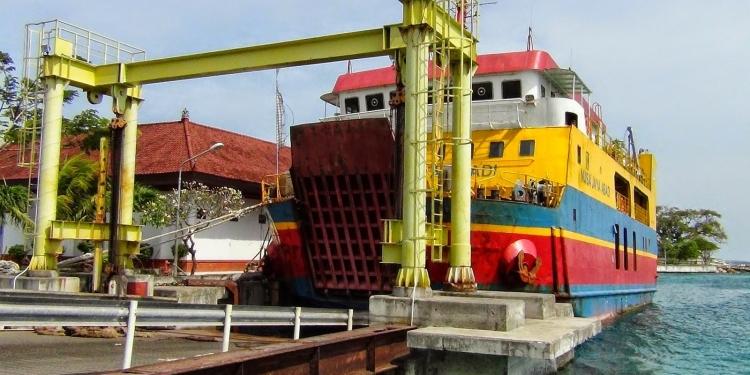 Kapal Roro Nusa Jaya Abadi di Pelabuhan Penyeberangan Nusa Penida. Sumber foto: Wak laba