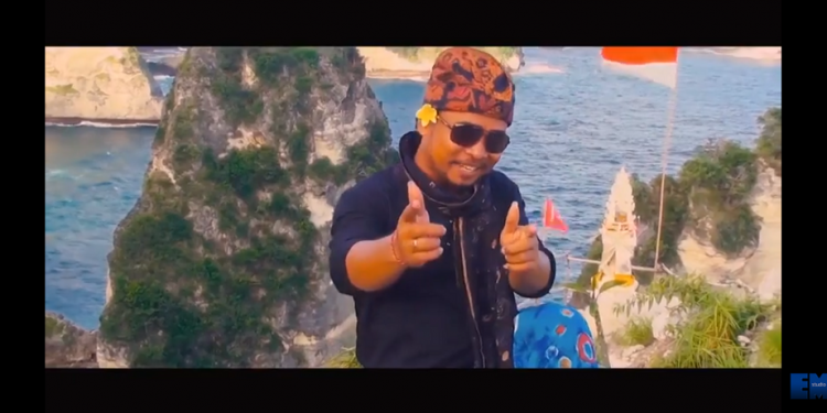 "Salah Satu Klip Nanang Mekaplar Berlatar Alam NP. Screenshot Video Klip Lagu ""Babar Mekaplar"""