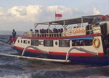 Celebrity, Salah Satu Perahu bermotor (jukung) Khusus Penumpang. Sumber foto: objekwisatanusapenida.blogspot.com