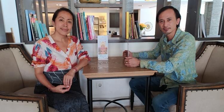 Gilda Sagrado (Kiri) dan Putu Deddy Suhartawan