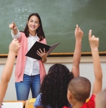 Ilustrasi guru mengajar (Shutterstock)