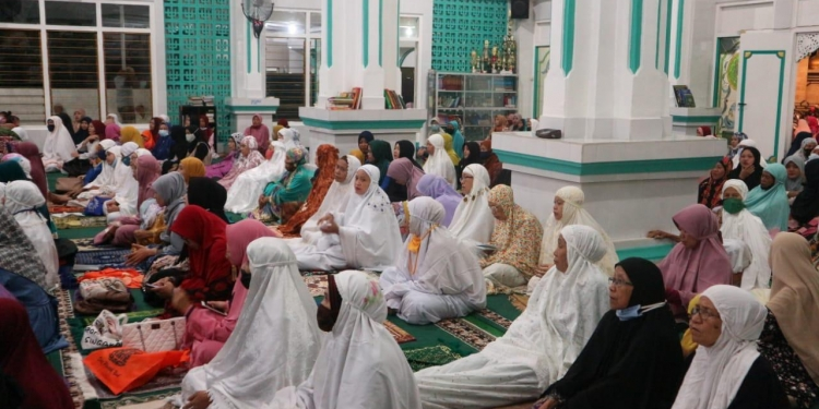 Perayaan Hari Ibu di Masjid Jami' Singaraja {foto: Harry Sumarsono]