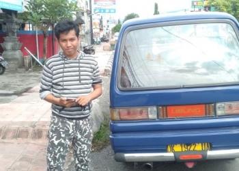 Salah satu angkot yang masih tersisa di Buleleng