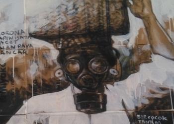 "Lukisan di atas kardus. Karya ini diberi judul ""Pariwisata Macet Jalan Raya Lancar""."