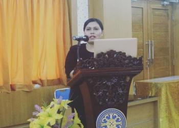 Puji Retno Hardiningtyas saat menyampaikan ringkasan disertasi dalam ujian terbuka (promosi doktor) di Universitas Udayana, Selasa, 26 Januari 2021.