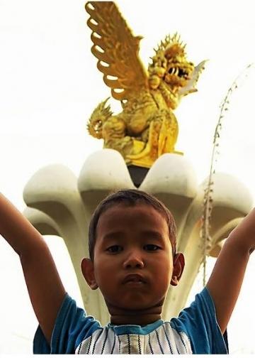 Patung Singa Ambara Raja [Foto Mursal Buyung]