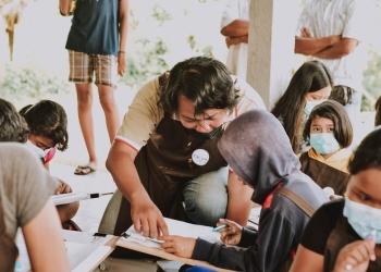 Anak-anak di Banjar Ole, Marga, Tabanan, mengikuti workshop yang digelar CushCush Galerry