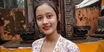 Nitya   Gadis Hindu Jawa yang Bintang Dharmawacana Itu Pilih Kuliah di Singaraja
