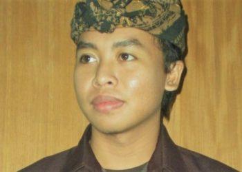 Putra Ariawan | Menelan Permen Karet, Berobat Lewat Sastra Bali Modern